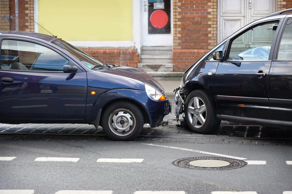 交通事故の物損事故で弁護士に依頼すべきか迷った時のアドバイス!