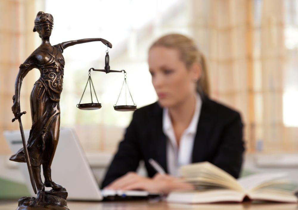 交通事故専門の弁護士に依頼しよう